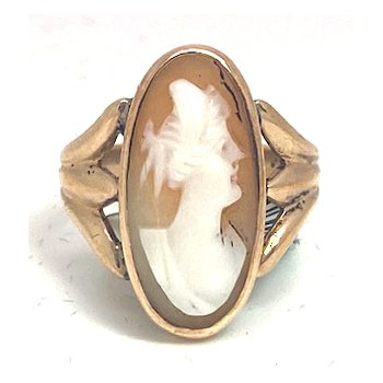 Lady's vintage shell cameo ring