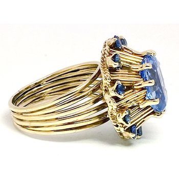 Lady's vintage retro design sapphire and yellow gold ring