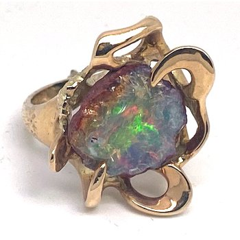 Lady's vintage opal and yellow gold freeform ring