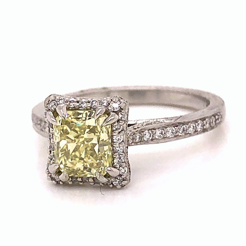 Estate & Pre-Owned Jewelry Fancy Yellow Diamond ring