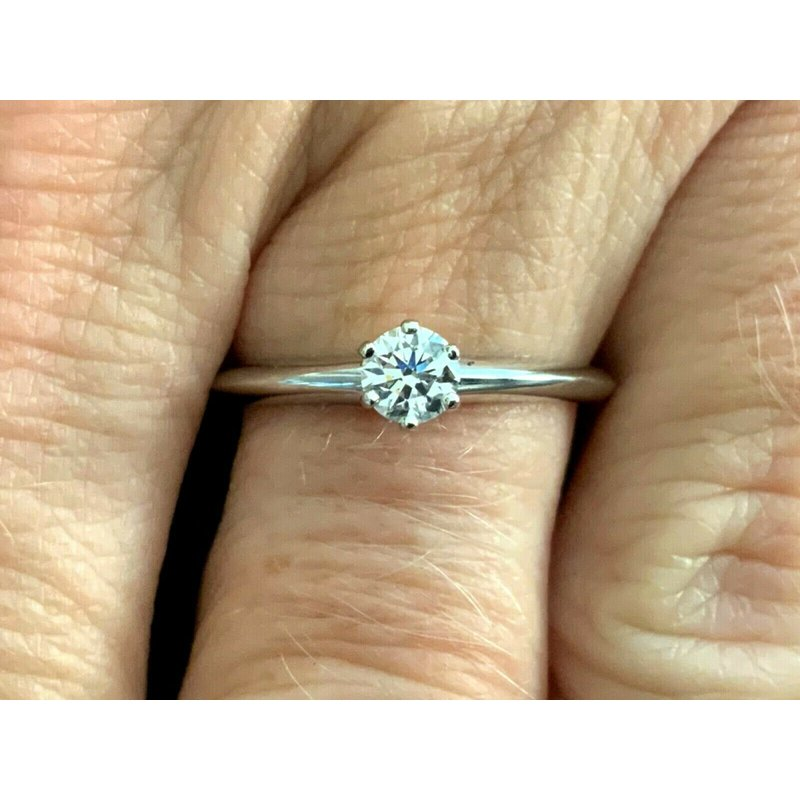 Pre-Loved Jewelry Tiffany .26 ct Round F VS1 $2300 NEW