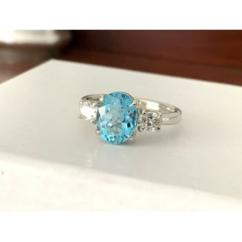 1.86 ct OVAL Aquamarine and Diamond Ring