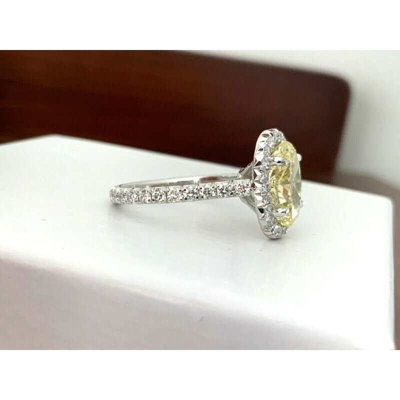 Pre-Loved Jewelry GIA Certified 3.21 ct Fancy Yellow OVAL Diamond Ring