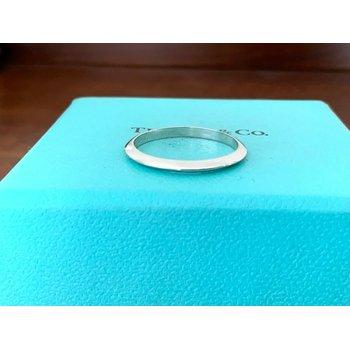 Tiffany 2 mm Knife Edge Platinum Wedding Band $700 NEW