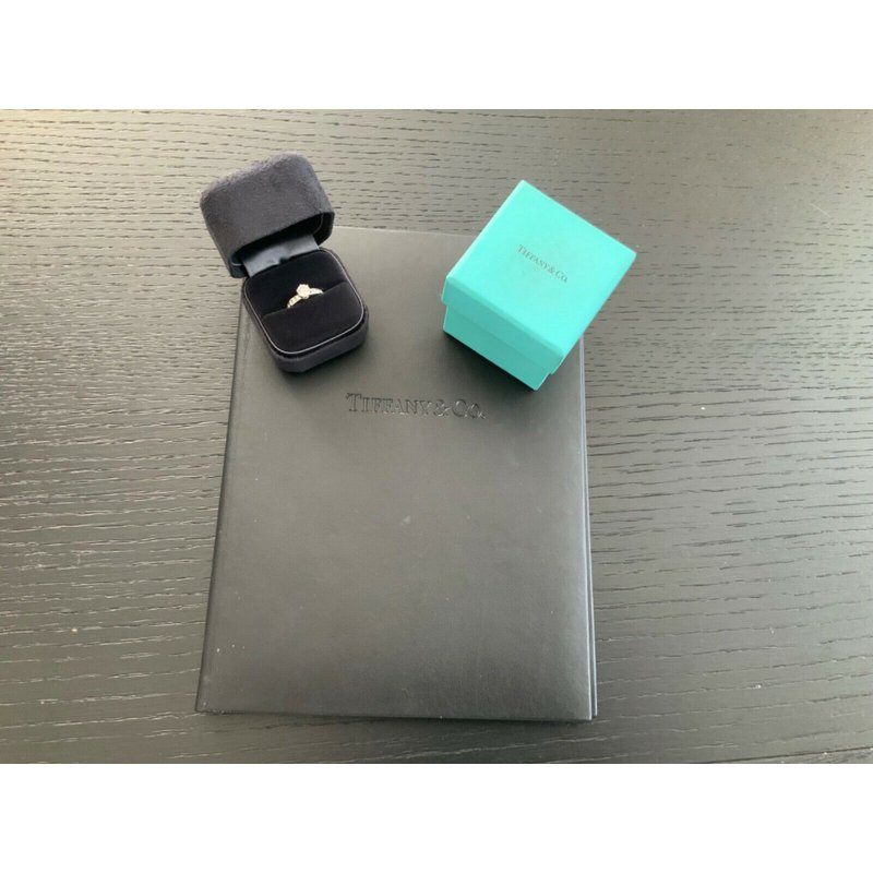 Pre-Loved Jewelry Tiffany Channel Set 1.11 ct I VS2