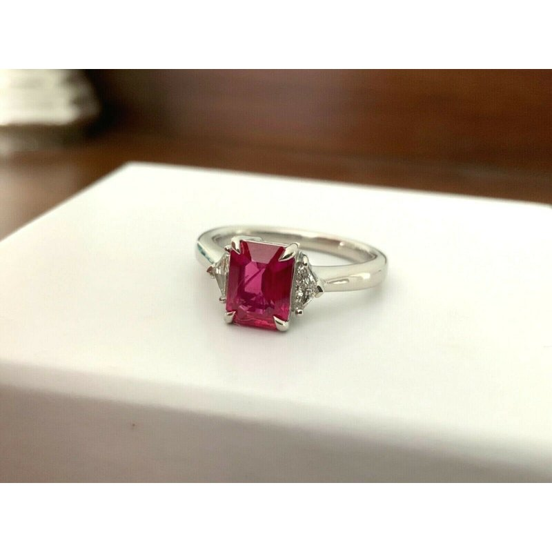 Pre-Loved Jewelry 1.59 ct Natural Burma Ruby and Diamond Ring
