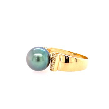 Tahitian Pearl Ring in Yellow Gold