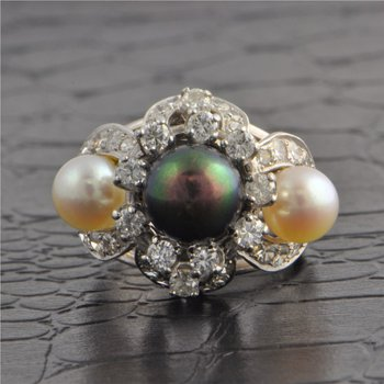 Pearl and Diamond Ring in White Gold