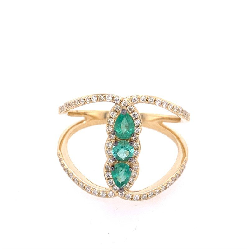 Royal Jewelry Open Work Emerald and Diamond Ring in Yellow Gold