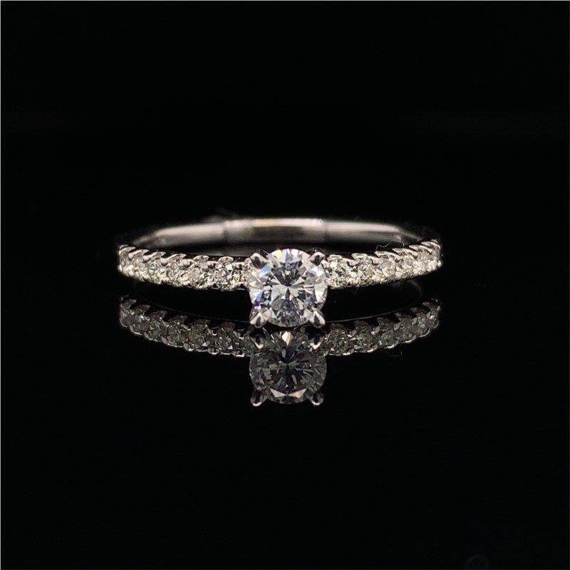 Royal Jewelry Dainty 0.26 Carat Round Brilliant Cut Diamond Engagement Ring