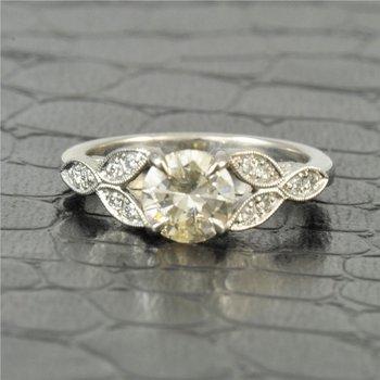 1.02 Carat Round Brilliant Cut Diamond Engagement Ring in Platinum