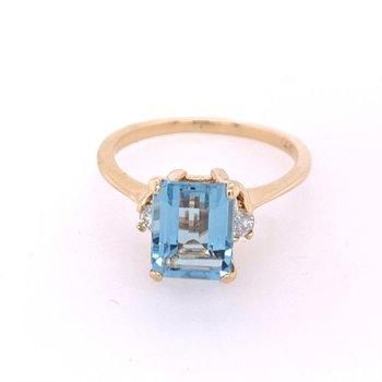 Aquamarine and Diamond Ring in Yellow Gold