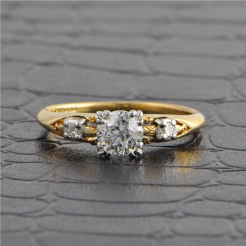 Vintage 1940s Diamond Engagement Ring in Gold