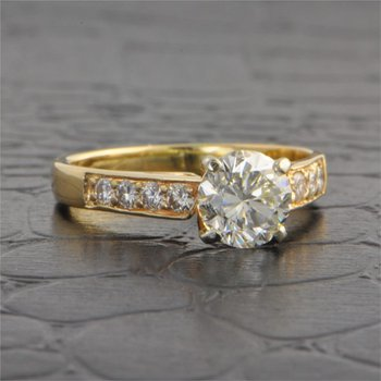 1.02 Carat Round Brilliant Cut Diamond in Yellow Gold