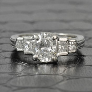 1.04 Carat VS2-F Oval Cut Diamond Engagement Ring in Platinum