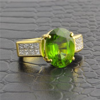 Peridot and Diamond Ring in Yellow Gold