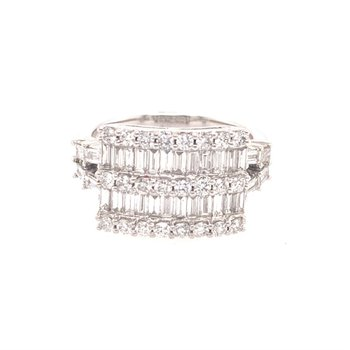 Baguette Cut Diamond Ring in White Gold