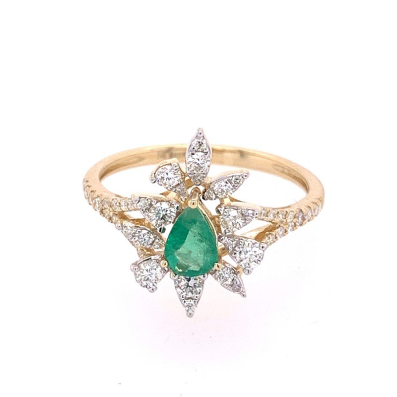 Royal Jewelry Emerald and Diamond Ring in Yellow Gold