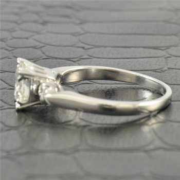 0.93 Carat D-VS1 Round Brilliant Cut Diamond Engagement Ring in Platinum