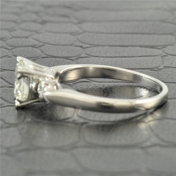 0.93 Carat D-VS1 Round Brilliant Cut Diamond Engagement Ring in Platinum