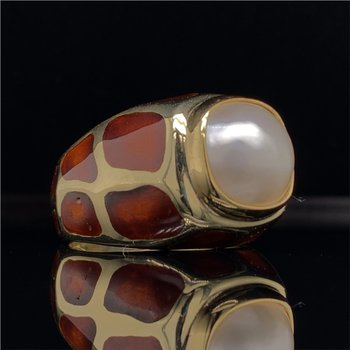 Mabe Pearl and Enamel Animal Print Ring in Yellow Gold
