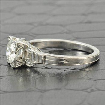 Vintage 1.0 Carat Round Diamond Engagement Ring in Platinum Boxhead Mounting