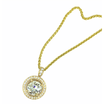 5.22ctw Pave Diamond Circle Pendant