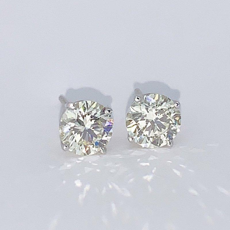 Decor 2.04ctw Diamond Stud Earrings