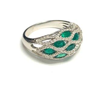 Emerald and Diamond Lattice Ring