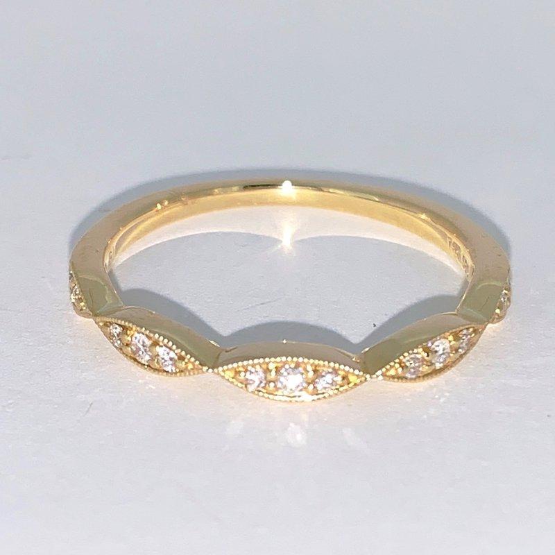 Decor Scalloped Edge Diamond Wedding Band