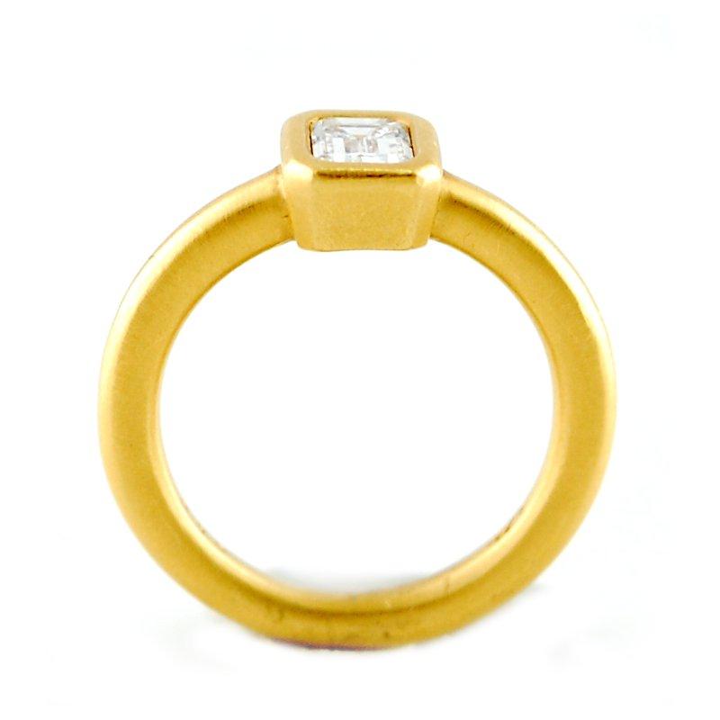 Decor 22kt Bezel Set Emerald Diamond Ring