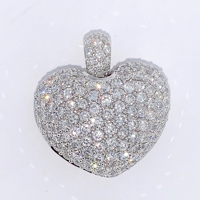 Decor Pave Diamond Heart Pendant
