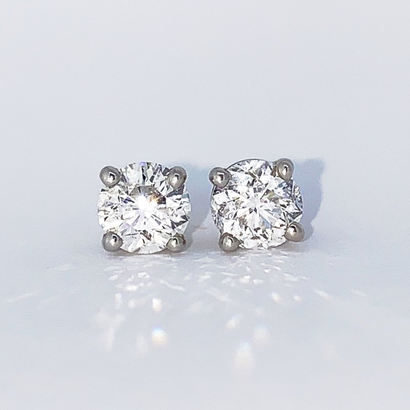 Decor 1.52ctw Diamond Stud Screwback Earrings
