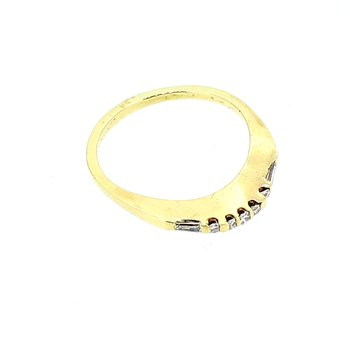 Curved Diamond Wedding Band in Yellow Gold