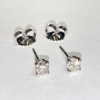 .62ctw Diamonds Studs