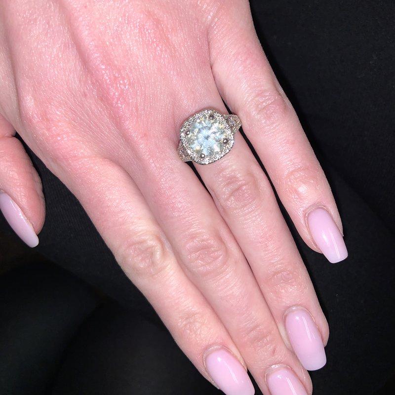 Decor Round Diamond Halo Engagement Ring