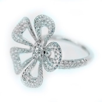 Moving Flower Diamond Ring