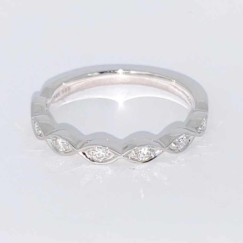 Decor Scalloped Edge Diamond Wedding Band