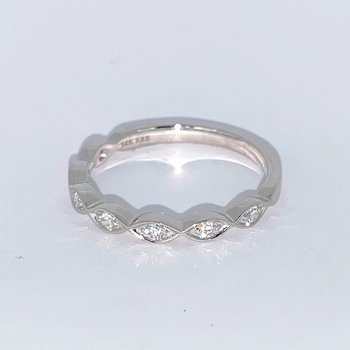 Scalloped Edge Diamond Wedding Band