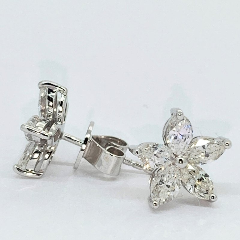 Decor Diamond Flower Stud Earrings