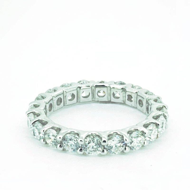 Decor 3.08ctw Diamond Eternity Band