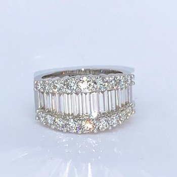 2.66ctw Baguette & Round Diamond Band