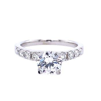Graduating Side Stone Engagement Ring