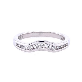 14KW  Curved Diamond Band