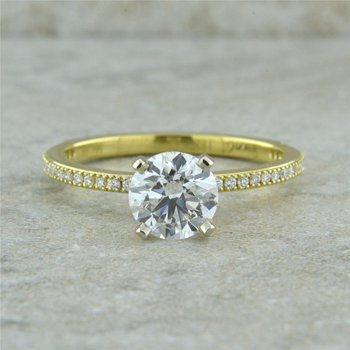 Classic Engagement Rign with Round Diamond