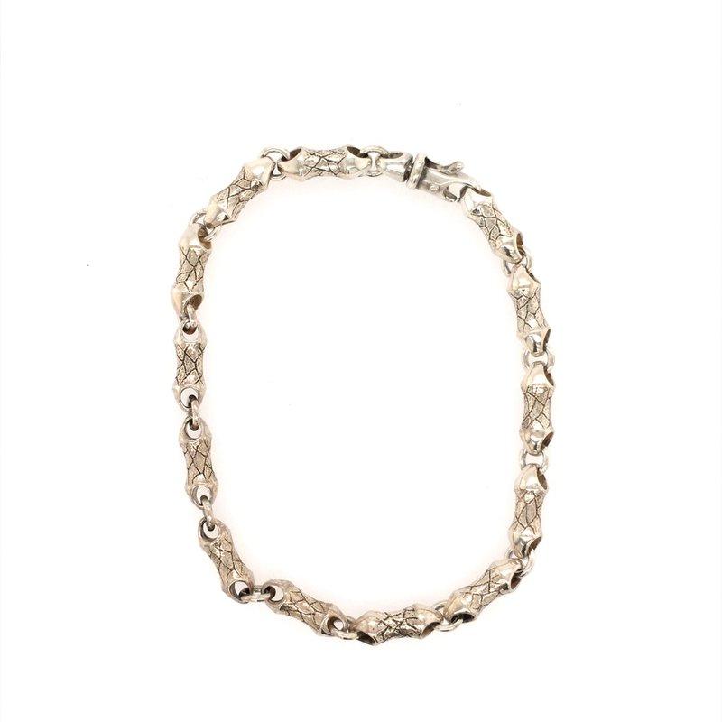 BRIAN'S VAULT Leaf Pattern Etched Bracelet