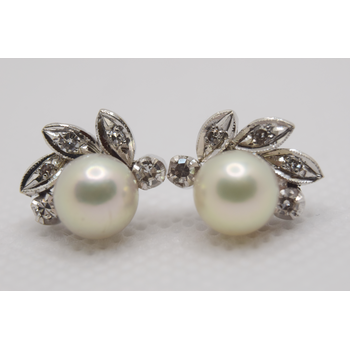 10KT white gold Diamond and Pearl Stud Earrings