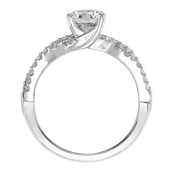 Diamond Prong set Band with Twist Design