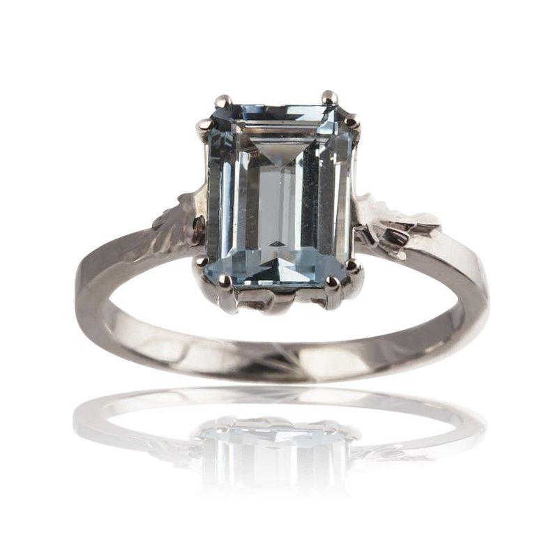 Classic Aquamarine Ring
