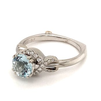 Aquamarine and diamonds fashion ring